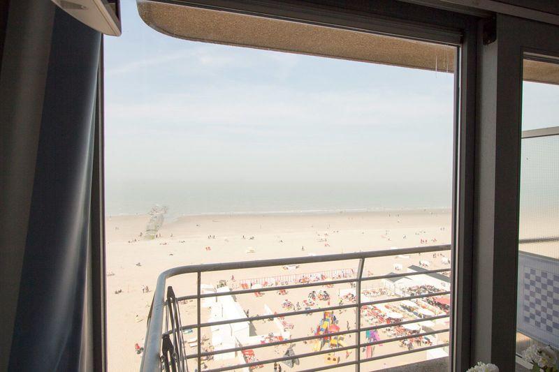 2p Vernieuwde vakantie suite aan de Belgische kust met zeezicht vanaf het balkon