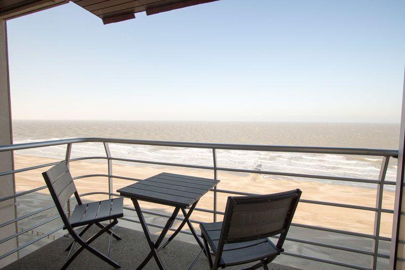 2p Vakantie suite aan de Belgische kust met zeezicht vanaf het balkon