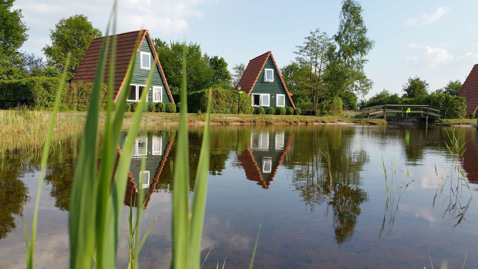 Twee vissershuisjes naast elkaar