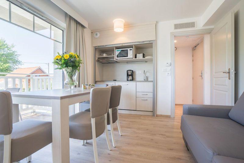 4p Comfortabele vakantiestudio met slaaphoek en balkon La Brise des Dunes