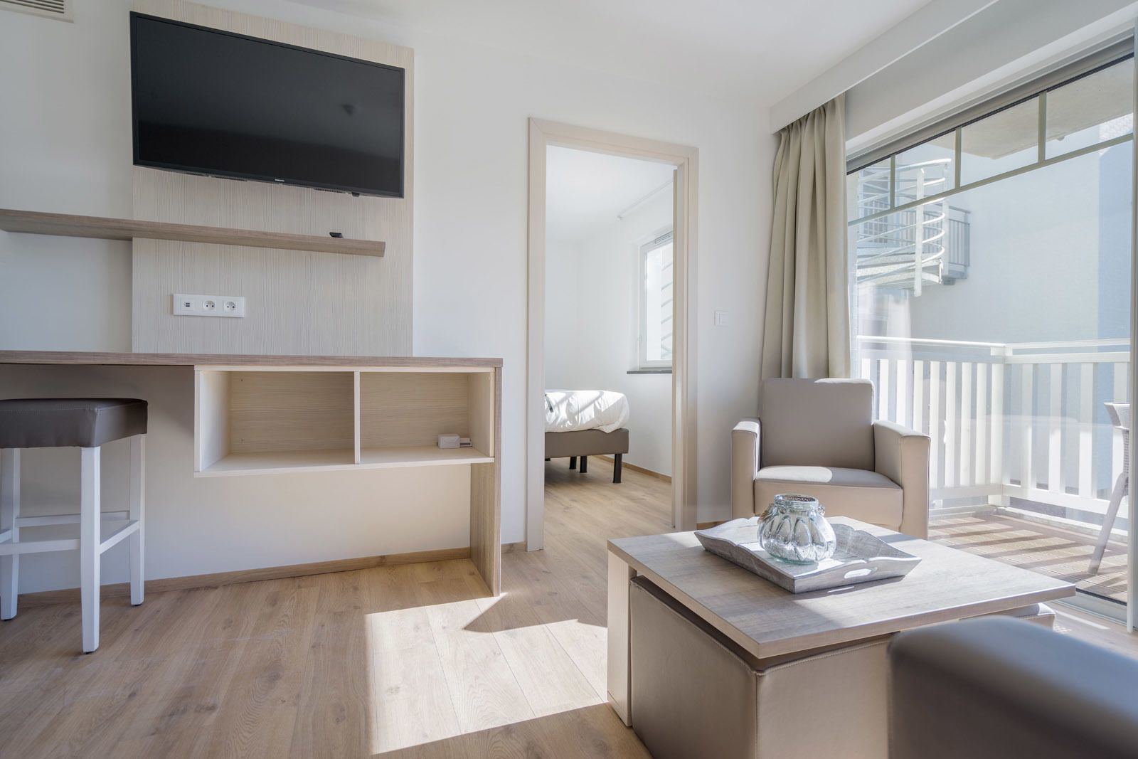 Holiday Suite deluxe for 4 people with a bedroom and balcony