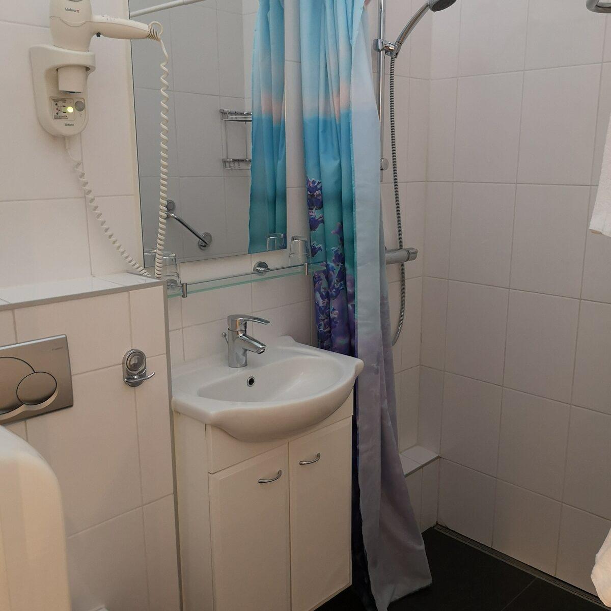 Tweepersoonskamer met 2 Aparte Bedden - Souterrain