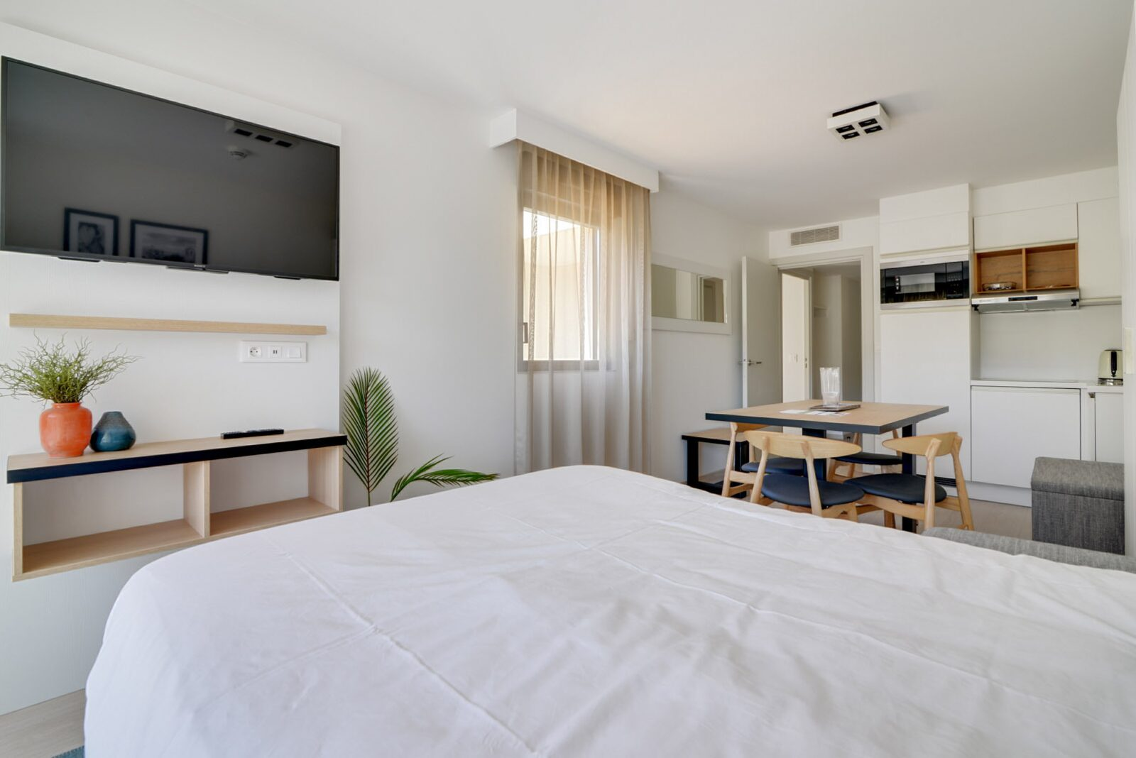 Nieuwe standaard suite voor 4 personen met tweepersoonsbed en zetelbed