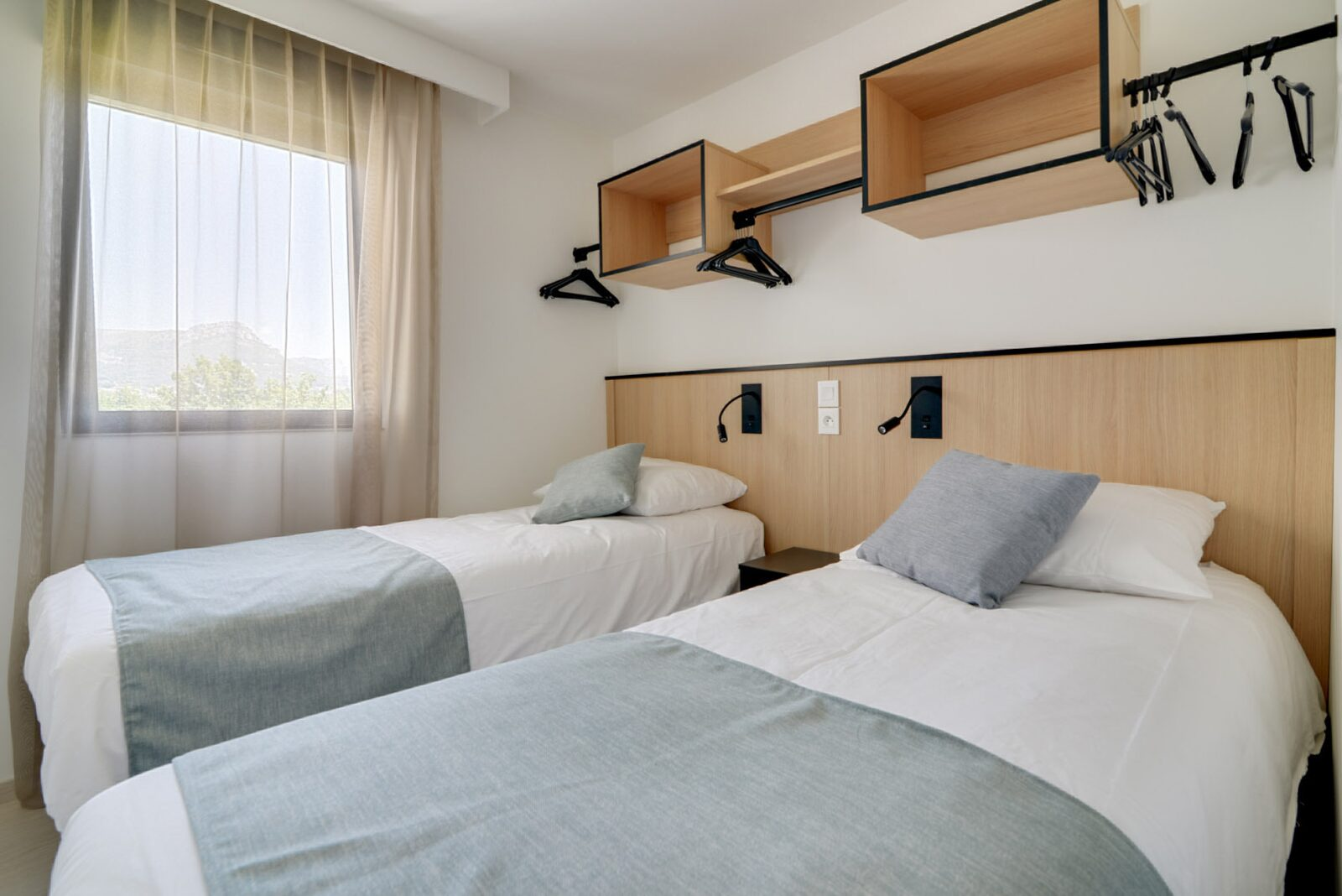 New deluxe suite for 4 people with 2 bedrooms - double bed and single beds
