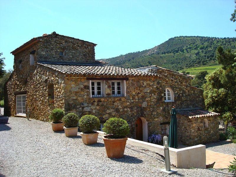 Landelijk vakantie appartement (4p) met prive terras aan gemeenschappelijk zwembad. (Hameau les Claudins, Saint Martin Nr1).