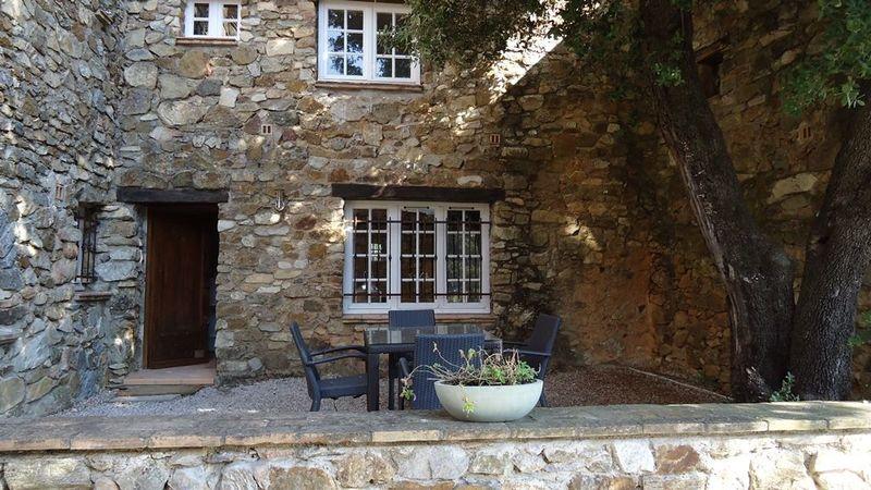 Vakantie studio (2p) met gemeenschappelijk zwembad op vakantiepark Hameau les Claudins. (Gassine Nr8).