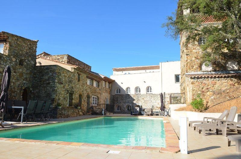 Op vakantiepark Hameau les Claudins gelegen vakantie appartement (6p) met gemeenschappelijk buitenzwembad. (Baggari Nr12)