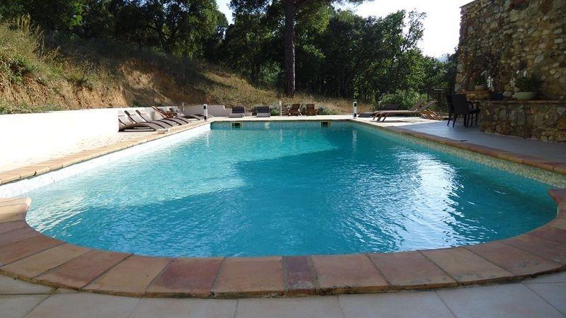 Prachtige vakantiewoning (4p) met gemeenschappelijk zwembad op vakantiepark Hameau les Claudins (La Mourre Nr16)