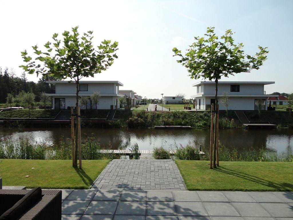 Villa Water 472