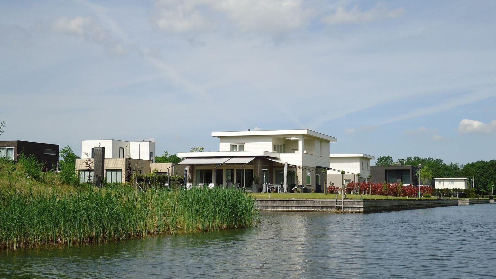 Villa Water 257
