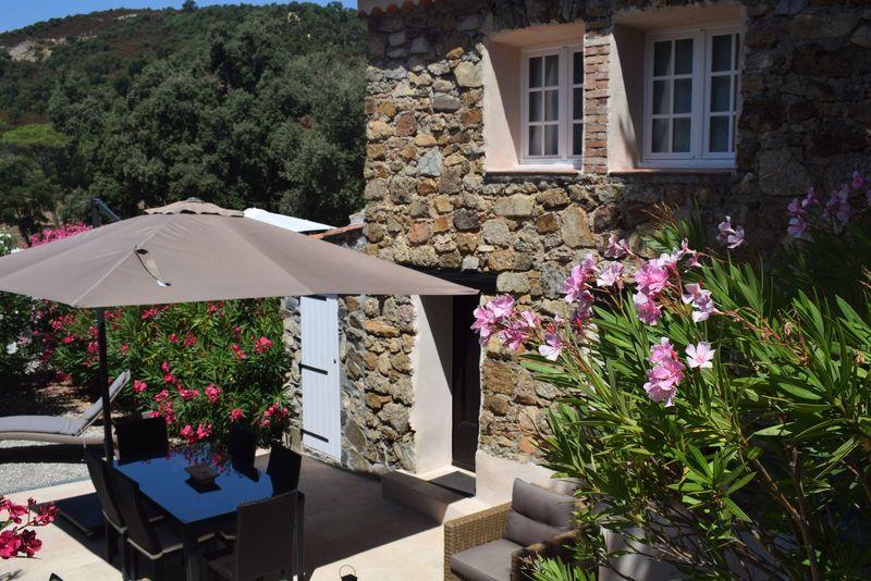 Vakantiewoning (3p) met prive terras gelegen op vakantiepark Hameau les Claudins in de Provence, Frankrijk (Vallaury)