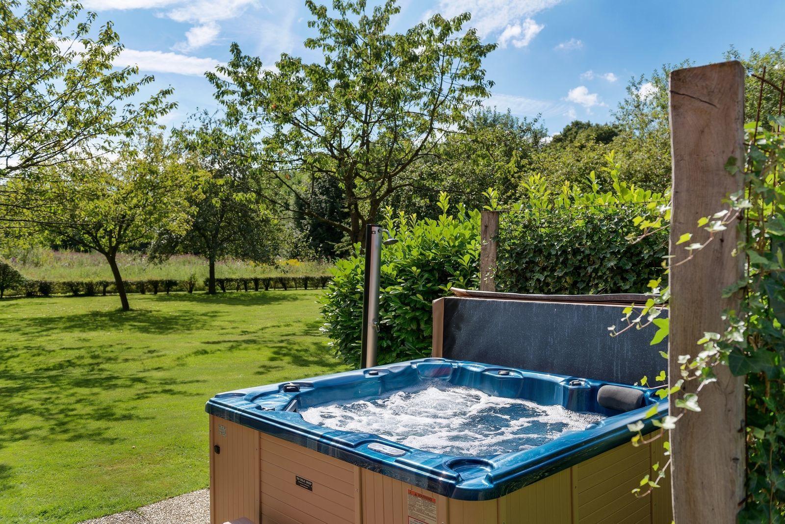 Luxe vakantiehuizen met binnenzwembad in nederland en for Huisje met sauna en jacuzzi 2 personen