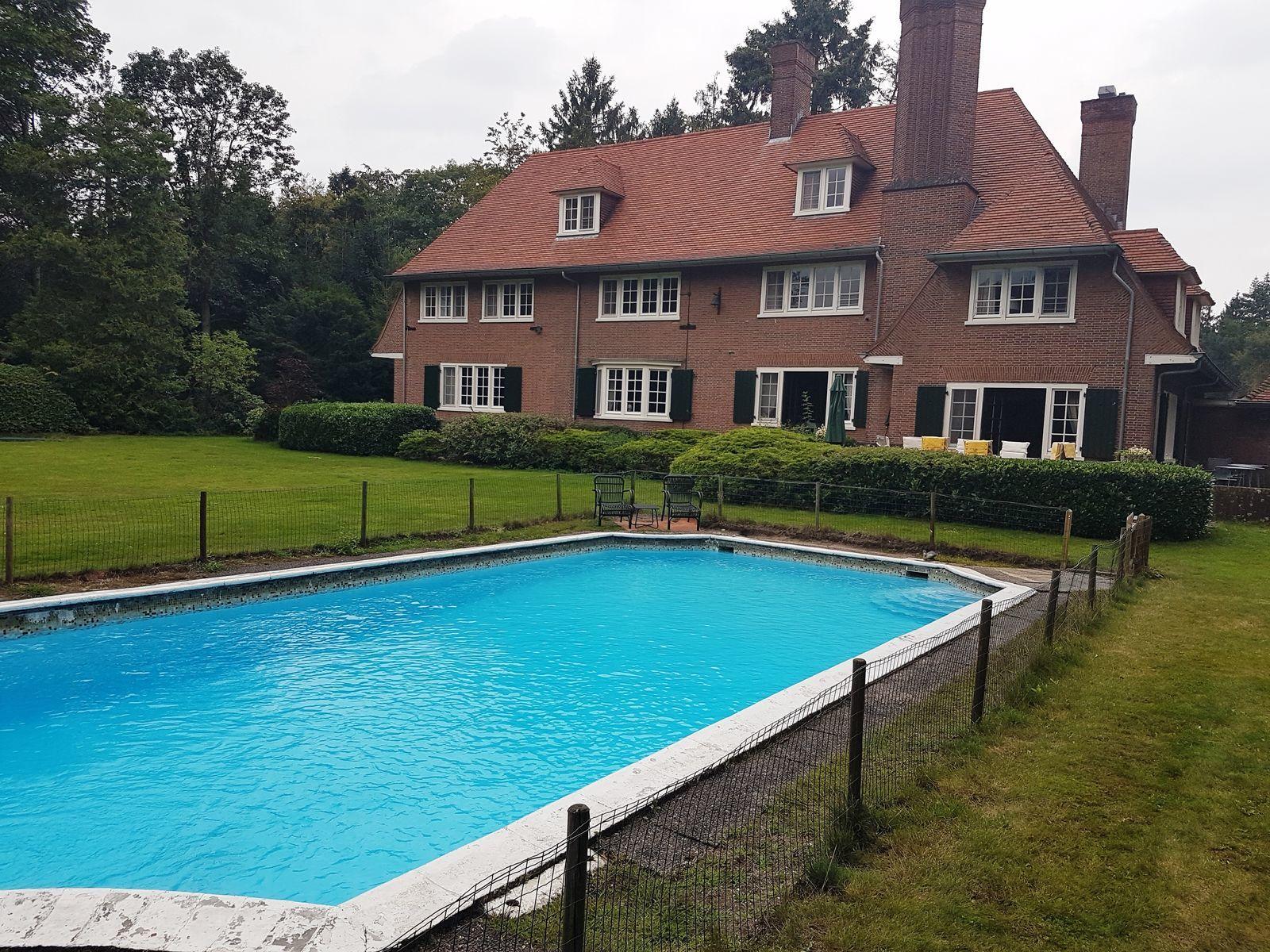 Landhuis Buitenverblijf de Valk - vakantiehuis in Brabant met zwembad en tennisbaan