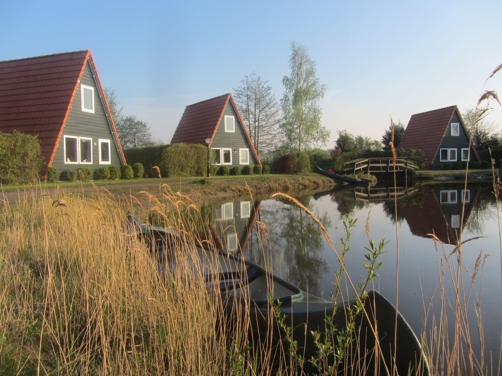 Kapschuur met 13 vissershuisjes (76 personen)