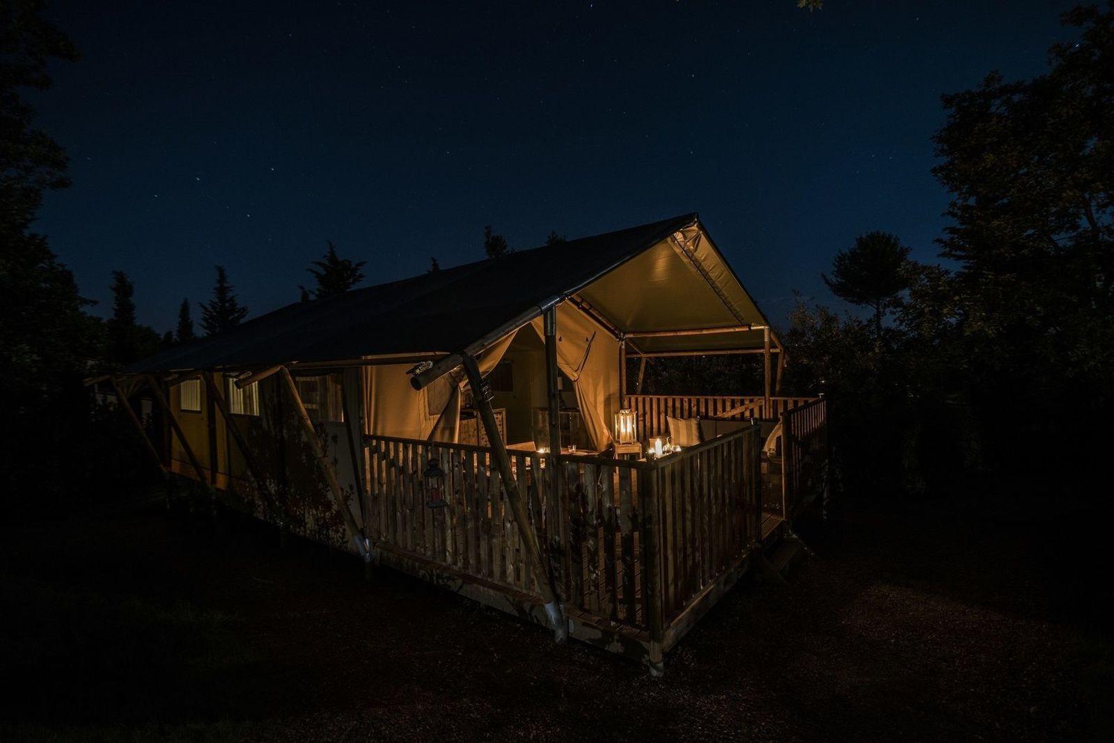 Vier luxe 6-pers. glamping tenten en 1 groepstent (24 personen)