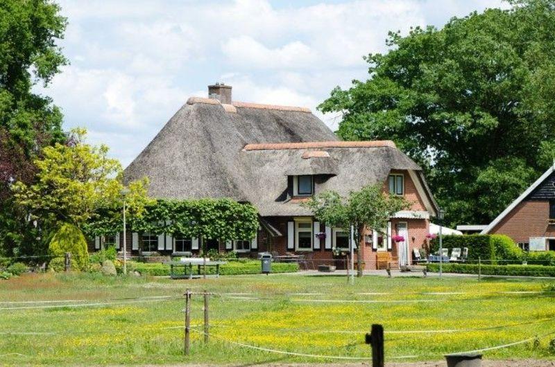 8p Rietgedekte luxe vakantieboederij op vakantiepark Molke