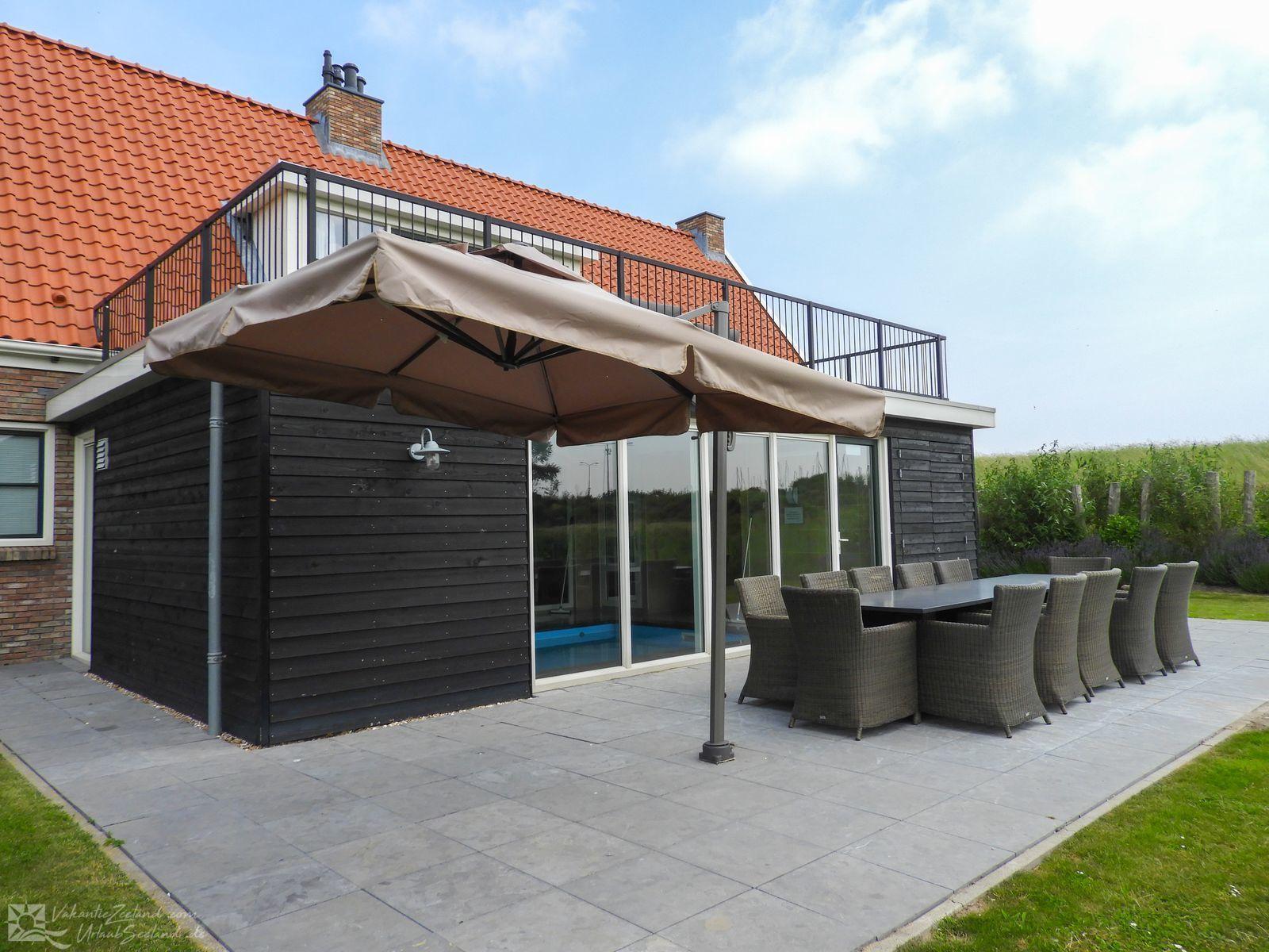 VZ151 Ferienhaus mit Pool in Colijnsplaat